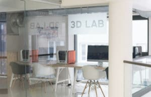 Desktop 3D printer in laboratorium